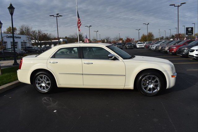 Pre-Owned 2009 Chrysler 300 Limited
